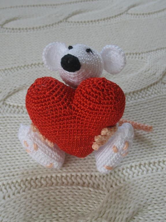 Вязаное сердечко крючком ко Дню Святого Валентина
