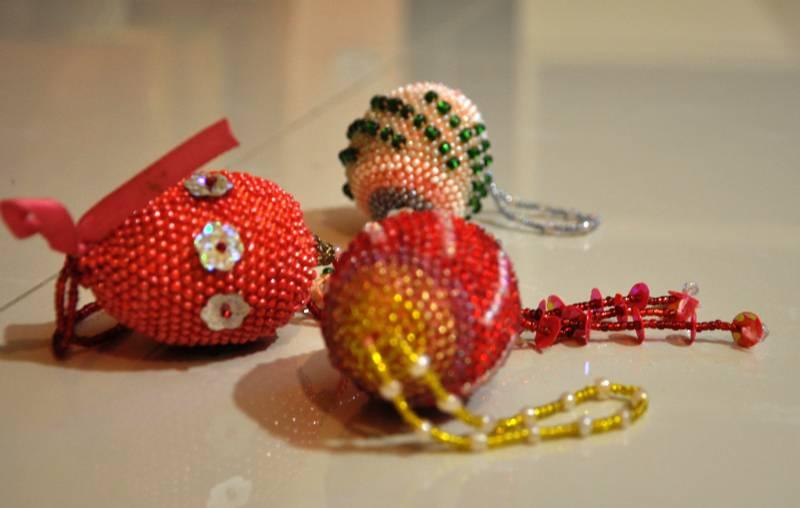 Вязанные с бисером игрушки
