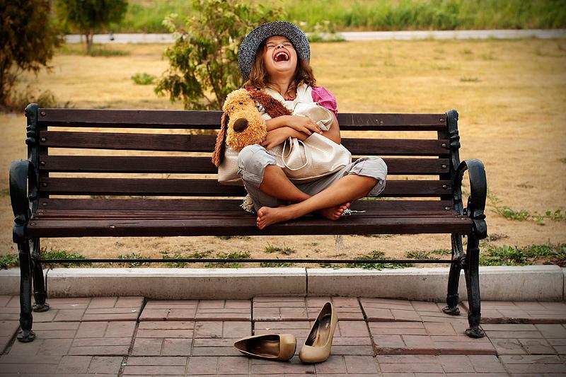 бесплатное фото подружки на скамейке темы