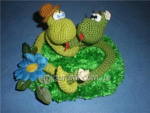 Змея игрушка крючком
