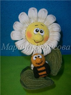 ромашка и пчела крючком вязаные игрушки амигуруми всех стран